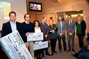 Los premiados de la edición 2013, junto a la periodista Rosa María Calaf y los patrocinadores (Foto: Manuel Lamas)