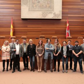 Periodistas salmantinos visitan las Cortes de Castilla yLeón