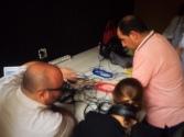 Profesores instalando la emisora del centro