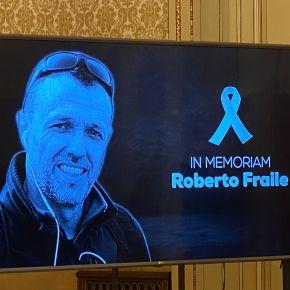 Periodistas e instituciones guardan un minuto de silencio en memoria de RobertoFraile